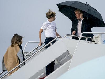 Melania Trump luce el abrigo de la temporada (y ahora está rebajado al 50% de descuento)