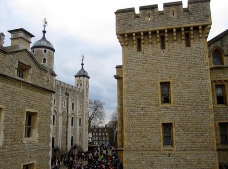 Visita a la Torre de Londres, donde los cuervos velan por el reino británico