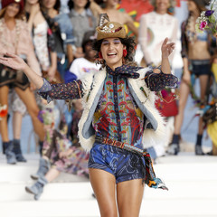 Foto 13 de 24 de la galería desigual-ha-sido-la-firma-encargada-de-inaugurar-la-primera-edicion-de-la-pasarela-mercedes-benz-fashion-week-ibiza en Trendencias