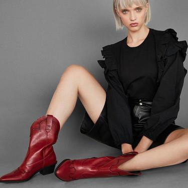 Bershka ha puesto en rebajas las zapatillas, botas y botines que se llevarán la próxima temporada