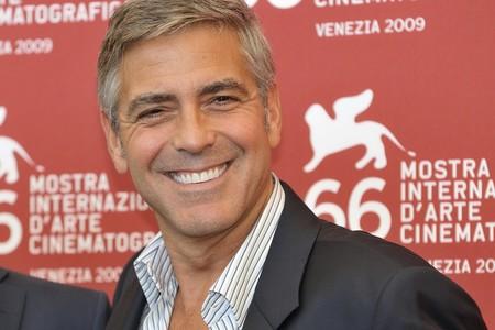George Clooney partió en dos su casco en el accidente que casi le cuesta la vida