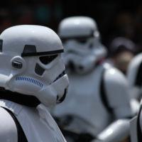 Disney ingresó 1.910 millones de dólares en merchandising y juegos en el 1T... gracias a 'Star Wars'