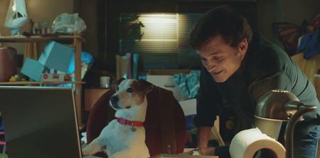 'Sabuesos' es tan tonta como cabría esperar de una serie sobre un perro que habla