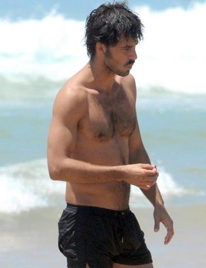 Hugo Silva playa 02