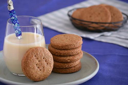 Receta de galletas integrales de espelta y avena para desayunos y meriendas (o en versión salada para acompañar quesos)