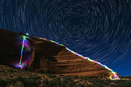 'Climbing Inspire', Luke Rasmussen combina la fotografía de larga exposición con la escalada para crear unas llamativas imágenes