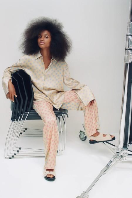 La nueva colección de Zara se llena de looks florales y es inevitable quererlos todos (de manera literal)
