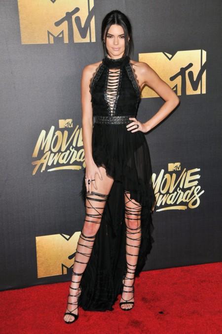 Mtv Movie Awards 2016 Alfombra Roja Kendall Jenner Gigi Hadid Cara Delevingne 2