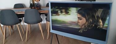 Probamos The Serif: la televisión de Samsung ligera y con aire retro que volverá locos a los amantes del diseño