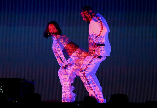 Para calentamiento global, el de Rihanna y Drake en los Brit Awards 2016