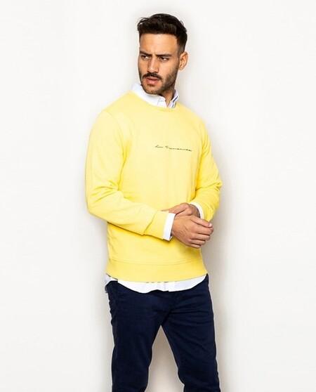 Apostamos Al Color De Moda Y Mas Optimista De La Temporada Con Estas Sudaderas Amarillas En Rebajas Que Fichamos En El Corte Ingles