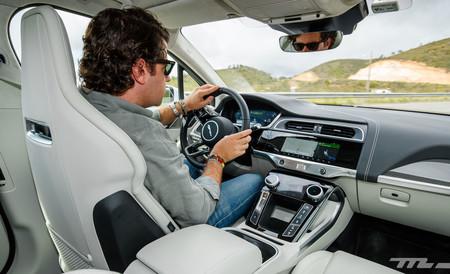Jaguar I-PACE posición de conducción