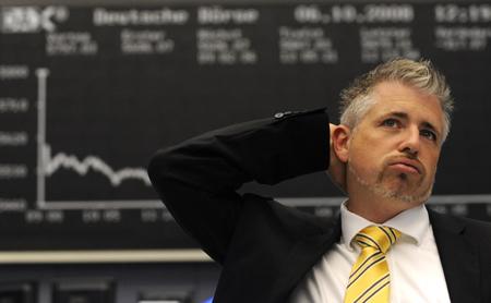 Flujos de capital hunden más al dólar