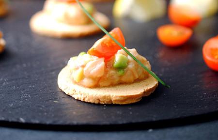 Tartar de salmón y aguacate: receta fácil y rápida
