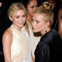 Mary-Kate y Ashley Olsen siguen apostando por The Row en cada fiesta