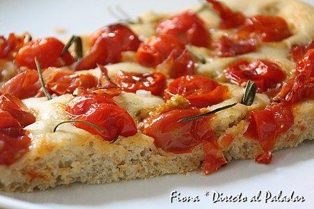 Receta de focaccia de tomates cherry, romero y jamón de hembra