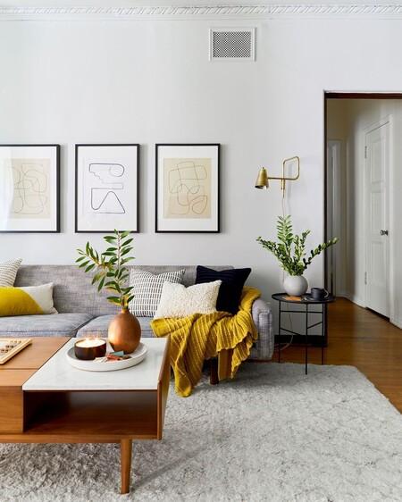 Cómo poner los cuadros en tu salón para que parezca decorado por un profesional