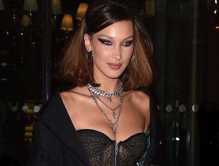 ¿Quién necesita vestirse? Bella Hadid no, prefiere ir a cenar en lencería por las calles de París