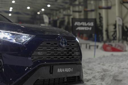 Toyota RAV4 Hybrid AWD-i parrilla delantera