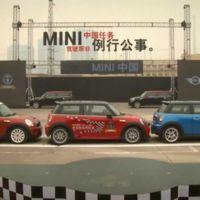MINI bate el récord de aparcamiento en paralelo en menos espacio