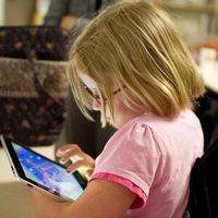 Los niños ya pasan más tiempo en Internet que viendo la tele