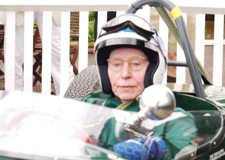 El inigualable John Surtees cumple 80 años de edad