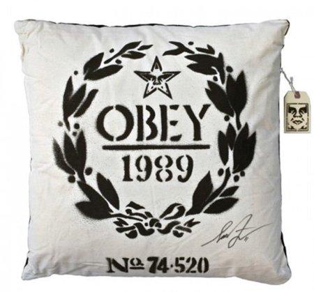 Cojín Obey