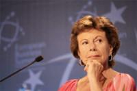 Neelie Kroes aboga por la eliminación del coste del roaming