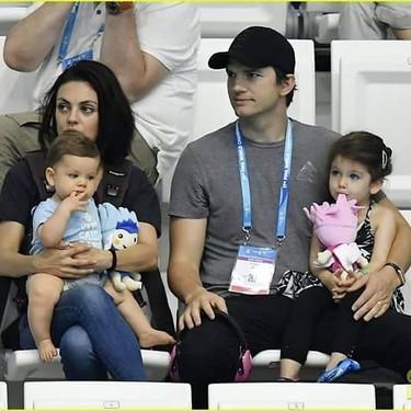 Mila Kunis y Ashtor Kutcher decidieron no dar regalos a sus hijos en Navidad
