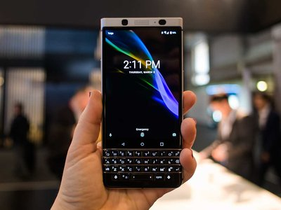 "BlackBerry KEYone, primeras impresiones: un smartphone ""anti-mainstream"" con vigilante de seguridad en el software"