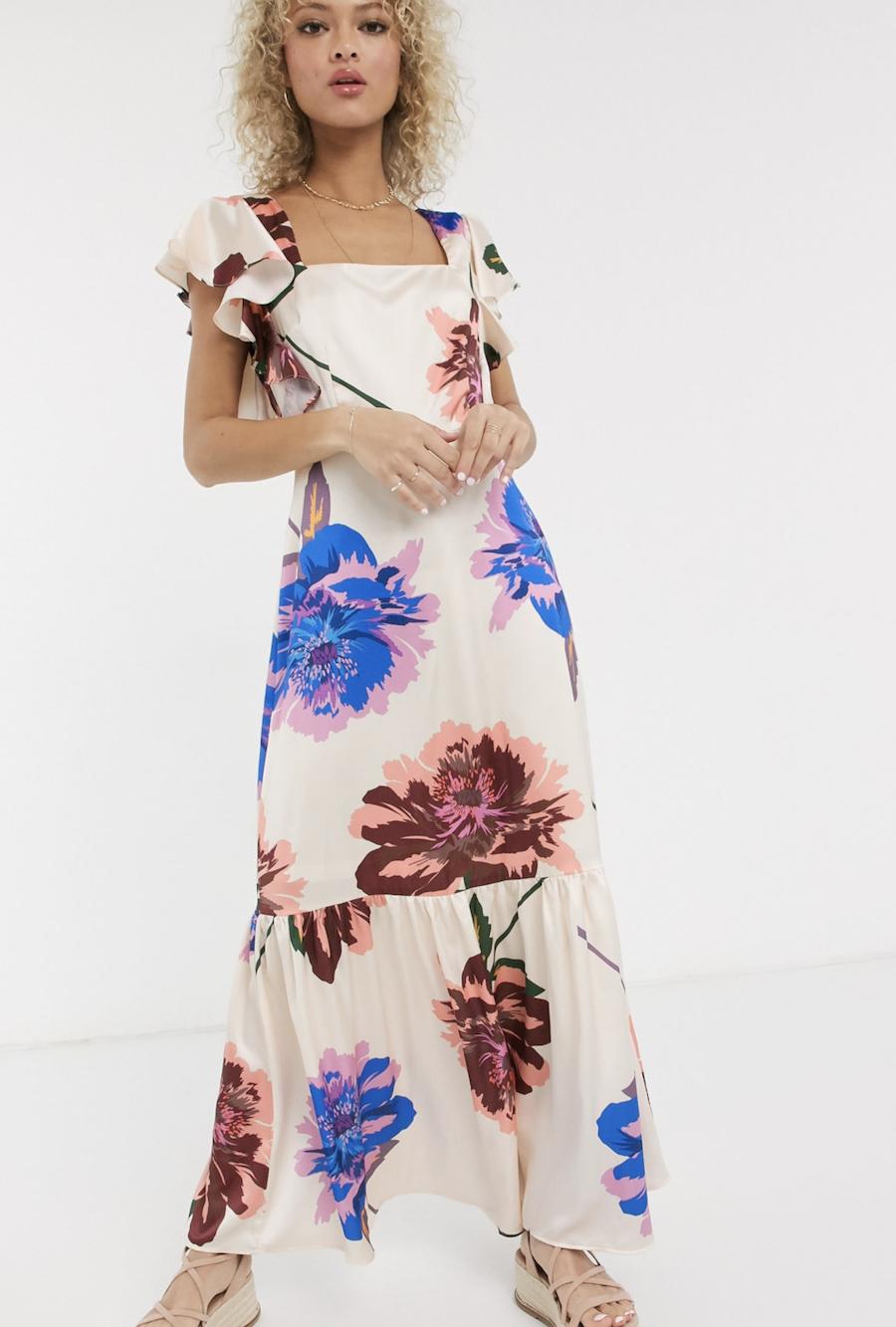 Vestido largo y amplio con hombro con volante y escote cuadrado en diseño de flores extragrandes de Liquorish