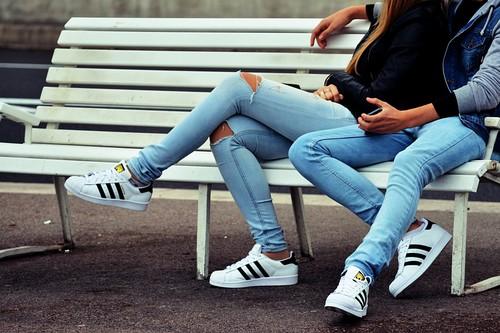 Las mejores ofertas de zapatillas de estilo urbano hoy: Adidas, Vans y Converse más baratas