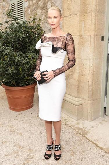 Charlize Theron vuelve a brillar con luz propia en la reinauguración del château que Monsieur Dior tenía en la Provenza francesa