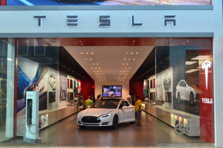 Tesla insiste en vender sus coches directamente porque no se fía de los concesionarios
