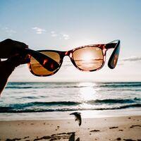 Las gafas de sol unisex que arrasan en Amazon son españolas: ya son las más vendidas y hoy las tienes desde 25 euros