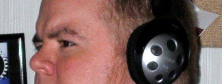 escuchando auriculares