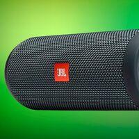 En las rebajas de El Corte Inglés tienes un altavoz Bluetooth portable resistente al agua como el JBL Flip Essential por unos ajustados 69,99 euros