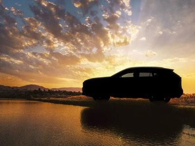 Esto que ves a contraluz es la primera imagen del nuevo Toyota RAV4