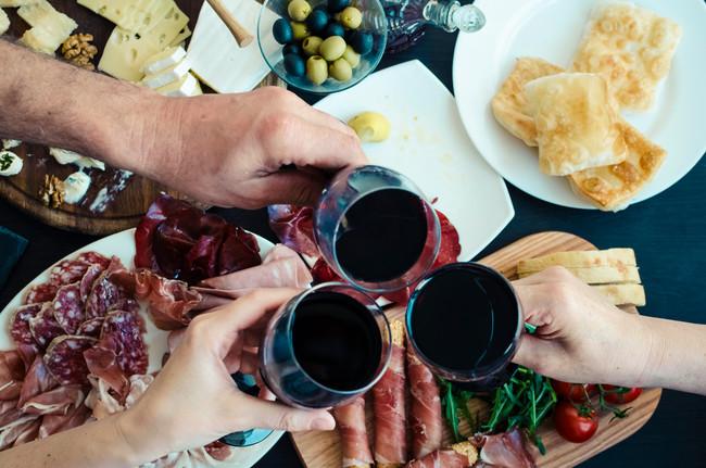 Cinco aperitivos de toda la vida y cinco vinos con que maridarlos