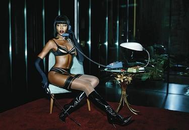 Naomi Campbell 'femme fatale' de Agent Provocateur