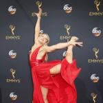 Las fotos más increíbles de la alfombra roja de los Premios Emmy 2016 son de una desconocida actriz