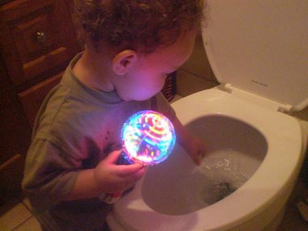 Consejos para la correcta retirada del pañal en niños, dirigidos a padres, cuidadores y sanitarios
