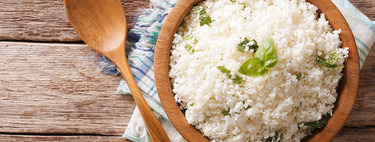 Arroz de coliflor con edamames, soya y cebollín. Receta vegana fácil