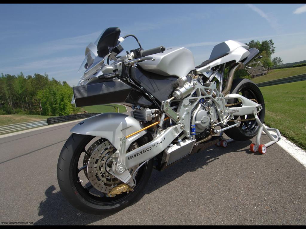 Foto de Vyrus 987 C3 4V, la moto más ligera del mundo en su categoría (1/5)