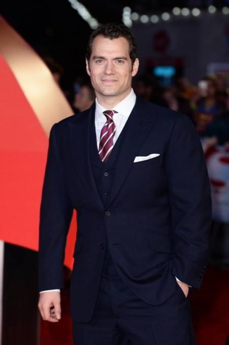 Henry Cavill: El hombre de acero al que sólo el traje de Superman le queda bien