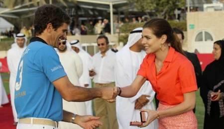 Carlota Casiraghi entrega los premios de la Cartier Polo Challenge Internacional de Dubai