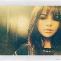 Selena Gómez y su historia de amor con el flequillo