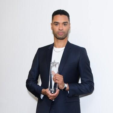 Rene-Jean Page (el galán de los Bridgerton) estrena con traje de Dior la temporada de premios