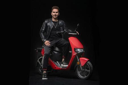 Jorge Lorenzo se asocia con Super Soco para lanzar una edición especial del ciclomotor CUmini
