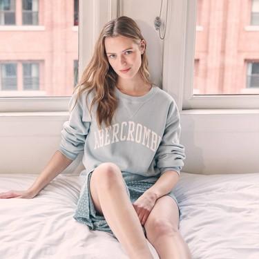 La sudadera más bonita de Abercrombie la tienes en seis colores y queda increíble con faldas largas para estar por casa